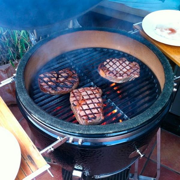 Самое вкусное мясо на гриле Monolith Grill